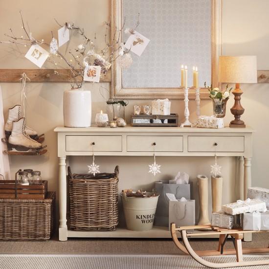 Cream-Christmas-Hallway-Ideal-Home-Housetohome