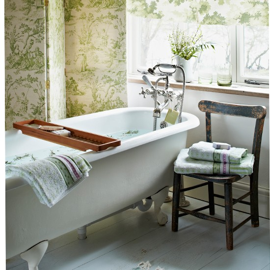 Green-Toile-and-White-Roll-top-bathroom-Country-Homes-and-Interiors-Housetohome