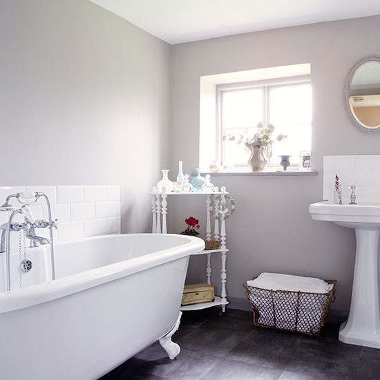 Pale-Grey-and-White-Roll-Top-Bathroom-Country-Homes-and-Interiors-Housetohome