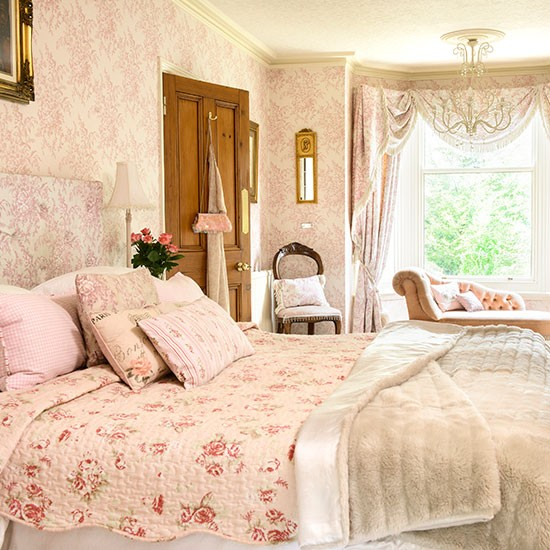 Pale-Pink-and-Cream-Floral-Bedroom-25-Beautiful-Homes-Housetohome