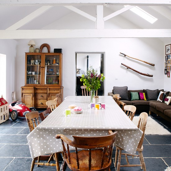 White-Beamed-Dinin-Room-Country-Homes-and-Interiors-Housetohome